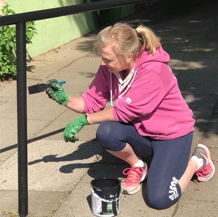 Volunteer railing painting in Milngavie during lockdown.